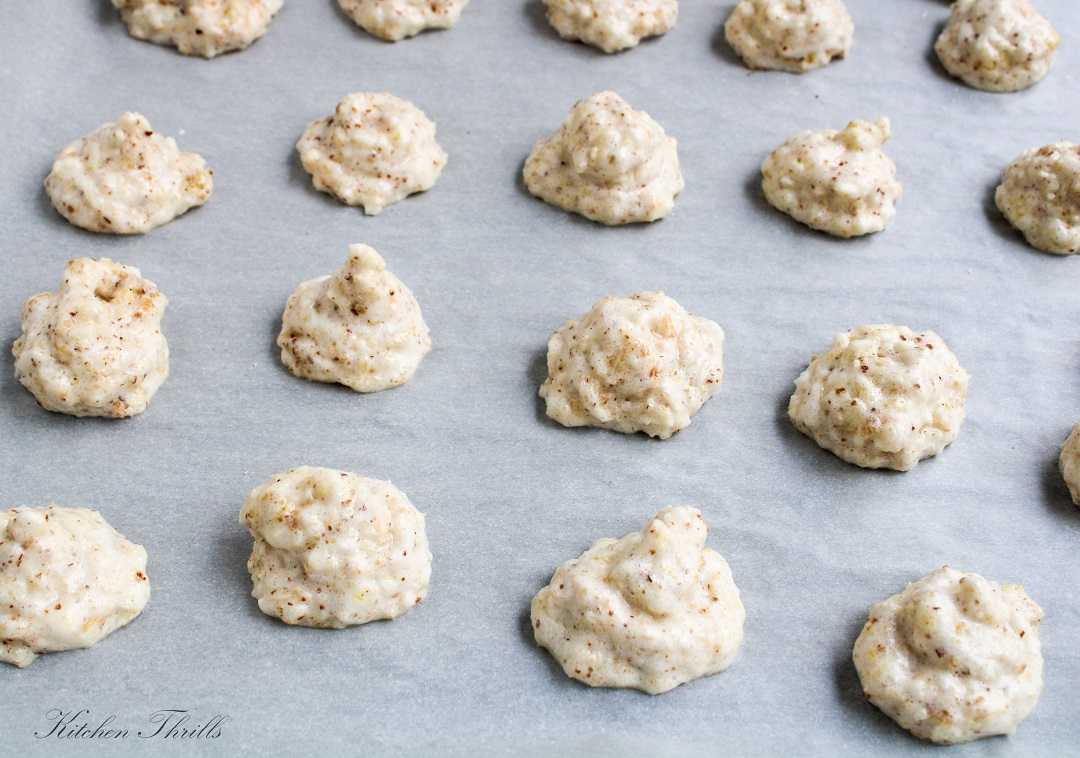 How to make easy gluten free coconut macaroons with almonds that are crisp and chewy at the same time.
