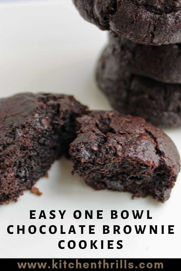 How to make the best chocolate brownie cookies from scratch? These decadent brookies are crinkly on top and soft, fudgy and chewy on the inside. Perfect cookies for Christmas holidays. #brookies #browniecookie