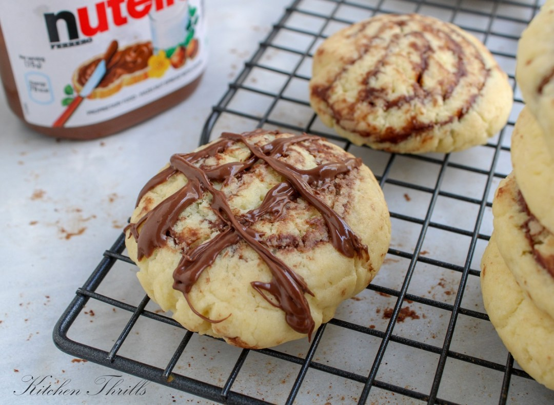 Slice and bake these nutella stuffed cookies like a cinnamon roll. #sliceandbake #easycookies #easybaking