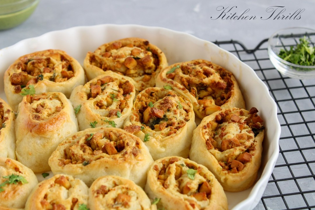 Freshly baked paneer rolls filled with Indian flavours and served with mint chutney. #streetfood #easyrecipes #cinnamonrolls