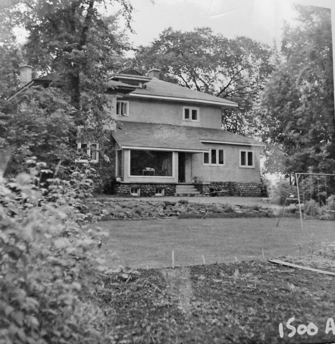 The Jones house was rented to the First Secretary to the High Commissioner of New Zealand, and was the site of many summer garden parties. Photos courtesy of Library and Archives Canada. Click photo to enlarge.