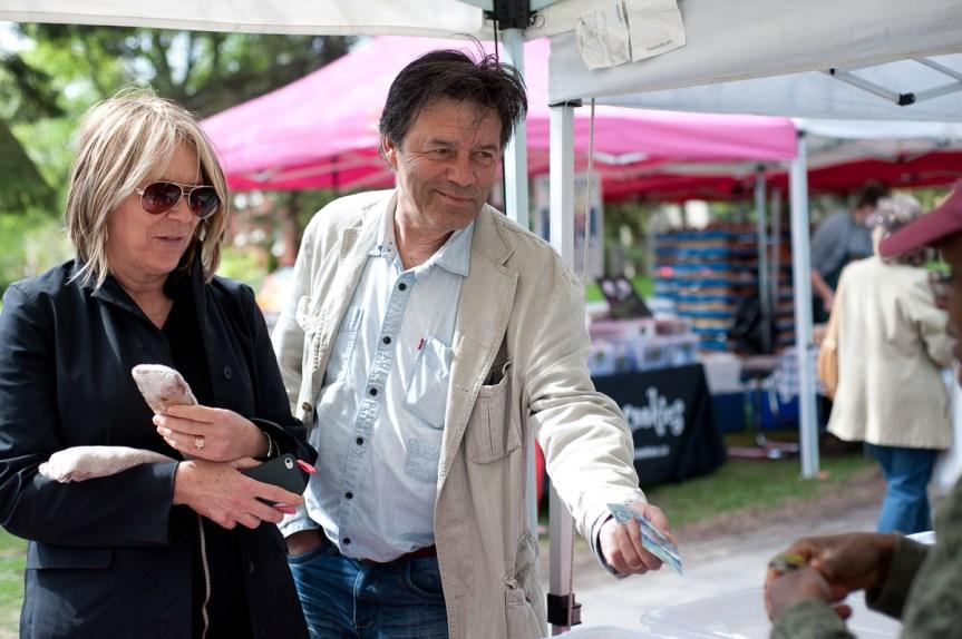 Amanda Dominique and Pierre Menard buy Ethiopian injira.