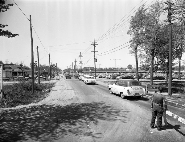 This was the scene approaching Westgate Shopping Centre on Carling Avenue on May 14, 1955. This photo was taken the first weekend it opened. Photo courtesy of the City of Ottawa Archives (COA CA032651)