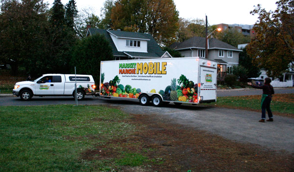 The Market Mobile pulling into Laroche Park from Stonehurst Ave.