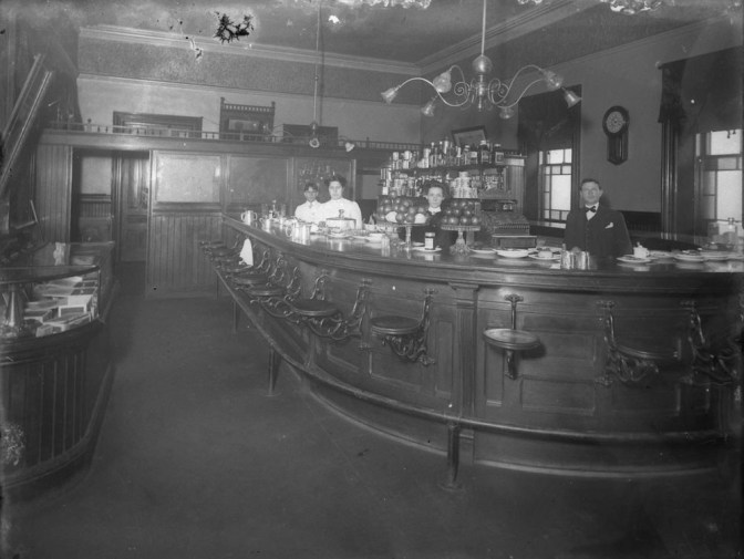 This view of a tavern in Brockville from 1907 was typical for its time. Photo courtesy of Library and Archives Canada (LAC)PA-098767