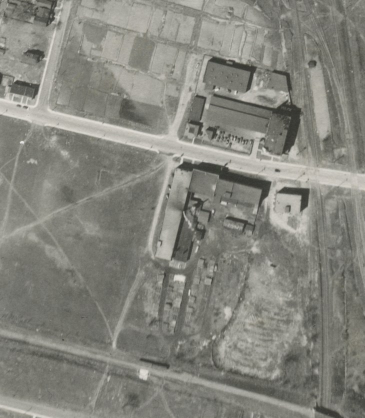 An aerial photo from 1933 which shows the Standard Bread factory on the top and Olivers on the bottom, with Gladstone running between them. National Aerial Photo Library image