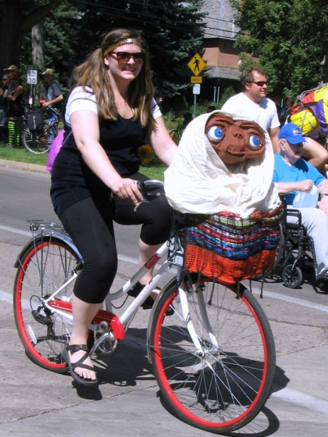 I thought this ET costume was particularly clever for a bicycle parade.