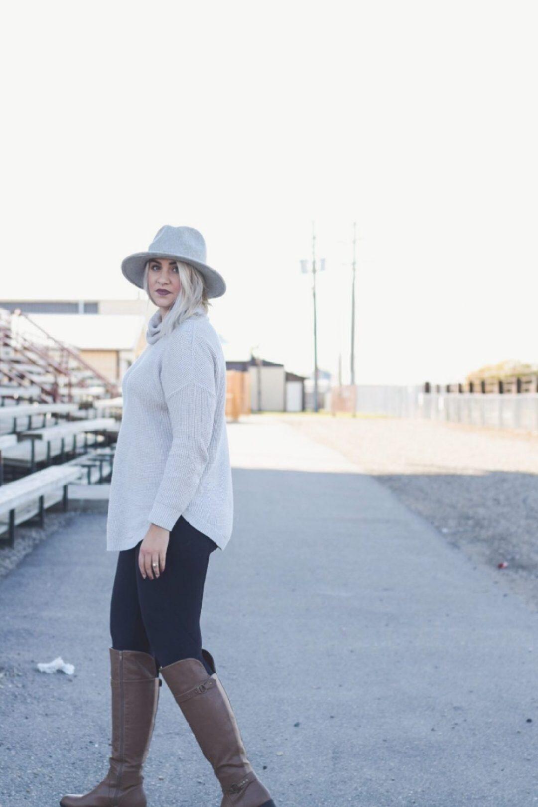 Turtleneck tunic with felt hat