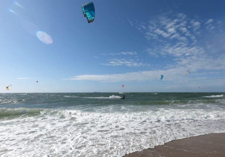 kitesurf-uitrusting-trapeze-wetsuit-neopreen-schoenen