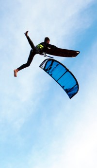 kitesurfer-jamie-overbeek-big-air-kitesurfen-boardoff
