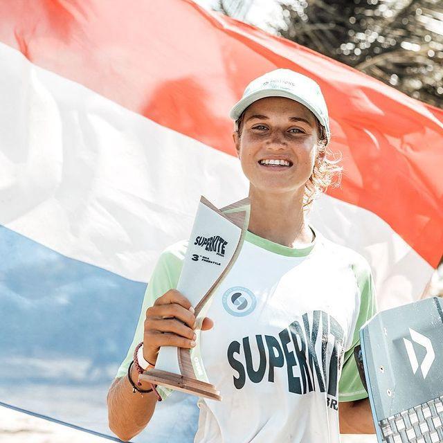 Kitesurfer Pippa van Iersel trots op haar derde plaats. Foto: Instagram Pippa