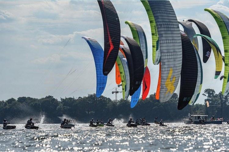 Hoeveel wind heb je nodig om te kitesurfen? Kitesurfen Olympische Sport - Formula kite kiteboarding