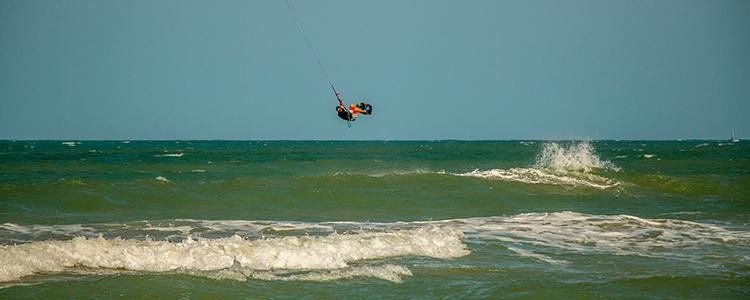 Le backloop sur une vague pour prendre de la hauteur facilement