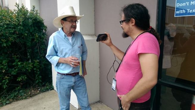 Kit O'Connell interviews political columnist Jim Hightower in Dallas, Texas on July 30, 2014. (John Rubino)