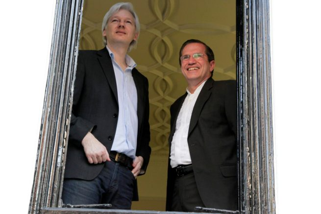 Julian Assange and Ecuadorian politician Ricardo Patiño stand in the window of the Ecuadorian Embassy in London. June 16, 2013. (Flickr / Cancillería del Ecuador)