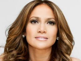 Jennifer Lopez Wins GLAAD Award for ABC Family's 'The Fosters'