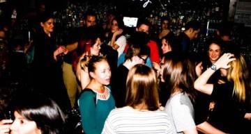 How Do I Mingle At A Lesbian Bar?