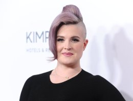 Kelly Osbourne Calls Out Young Female Celebrities Pretending To Be Gay