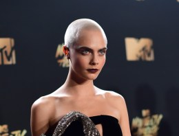 Daily Juice: Cara Delevingne Rocks Shaved Head on MTV Awards Red Carpet