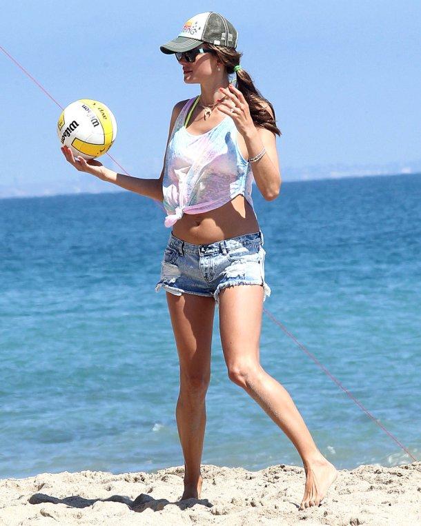 Модные солнечные шляпы 2012 — женские кепки