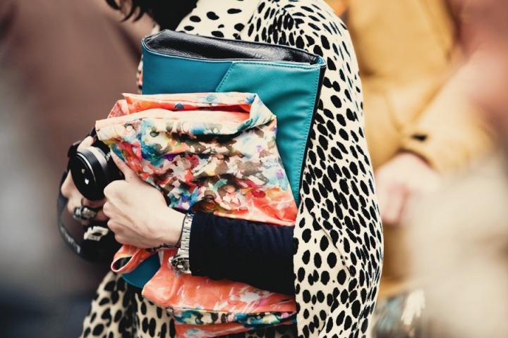 Модные клатчи лето 2012 —Большой клатч и яркий принт