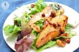 Обжаренная груша с рукколой и листьями салата 1