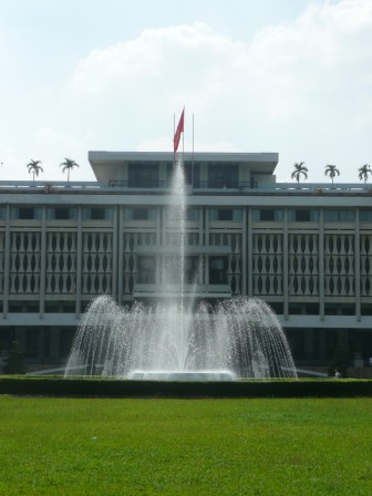 Fountain in front of the Reunification Palace