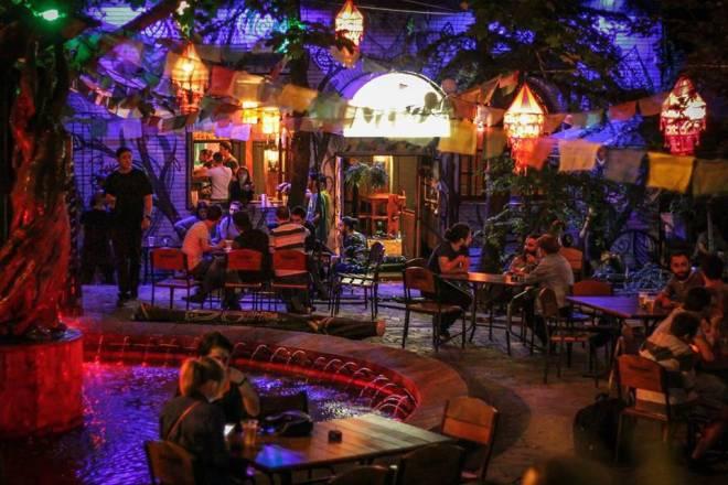Tiflis Gece hayatı, tiflis eğlence mekanları, tiflis barlar, tiflis fuhuş, tiflis kadınları, tiflis kumarhaneler