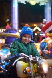Impressions from the the Christmas-Market in Erbach: Jonas at the roundabout.