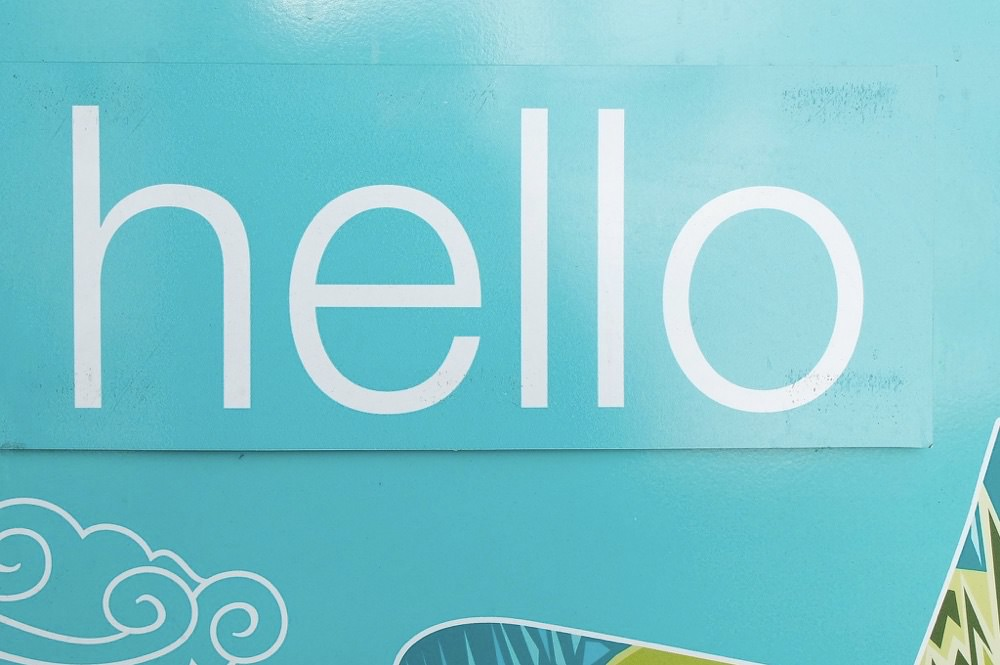 """""""Hello"""" と """"Hi"""" の違い。日本人にはわからない使い分け"""