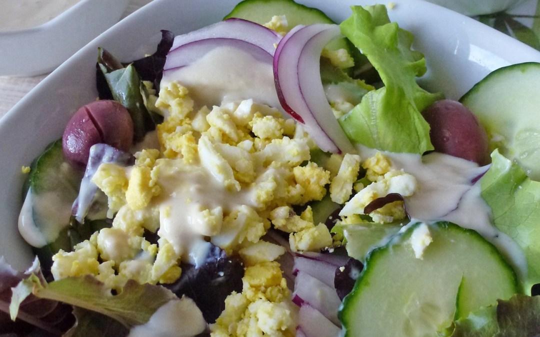 Salade de concombre, sauce césar allégée au yaourt de soja ( léger, sans gluten)