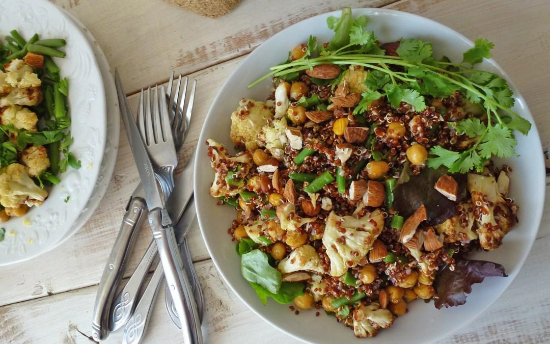 Salade  tiède d'hiver au choux fleur rôti, haricots verts,  pois chiches, quinoa rouge et amandes  (vegan, sans gluten )