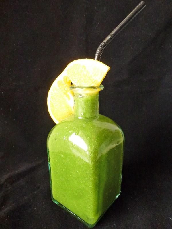 grenn-smoothie-mache-banane-orange-par-kiwi-forme