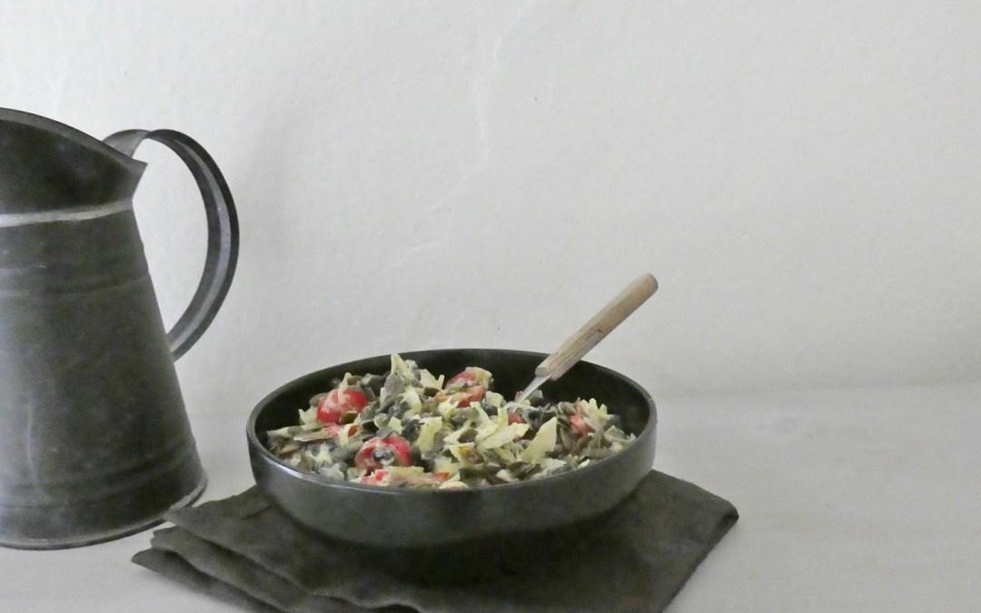Salade au chou blanc, haricots noirs, tomates cerises et graines de courges . ( Vegan, sans céréales ) Sauce crémeuse ultra légère …