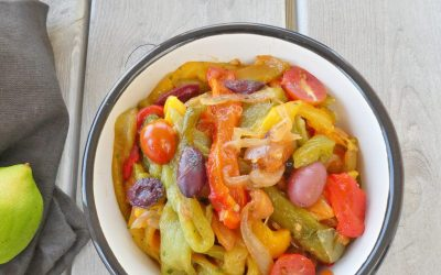 Salade de poivrons cuits, aux olives noires et tomates cerise  ( Léger, sans céréales, vegan) )