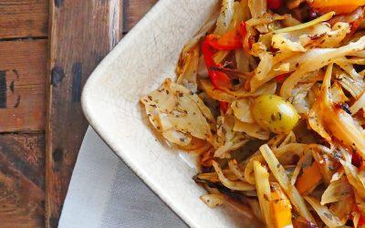 Fenouil rôti aux olives vertes, oignon rouge et poivron