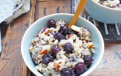 Quinoa crémeux au lait d'amande, myrtilles et noix d'Amazonie  ( recette très peu sucrée, sans gluten, vegan )