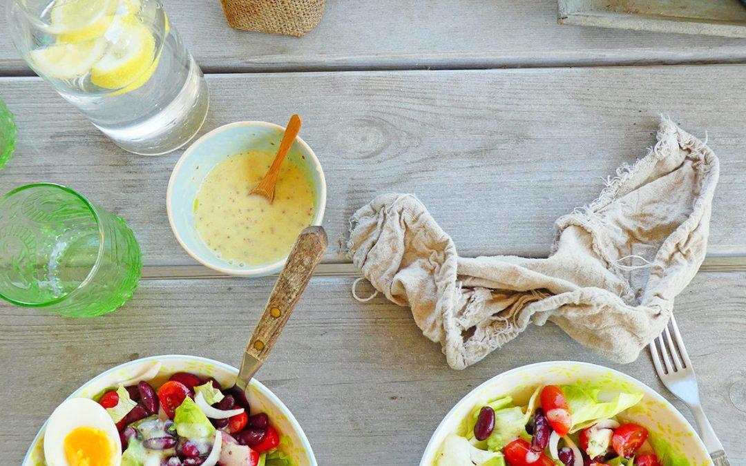 Salade d'été aux légumes, haricots rouges et oeuf mollet ( Sans céréales, sans lactose )