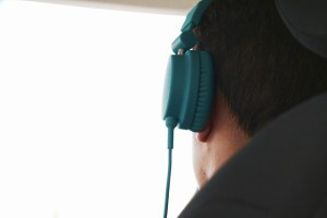 headphones-925789_640
