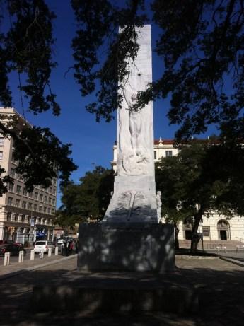 Statue outside Alamo