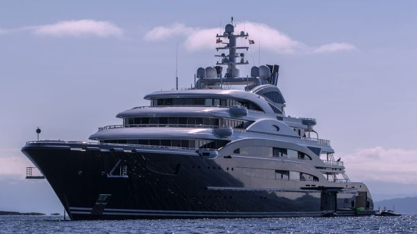 Russian vodka baron's $423m superyacht arrives in NZ ...