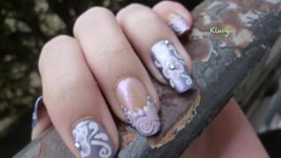 Fleurs violettes et spirales
