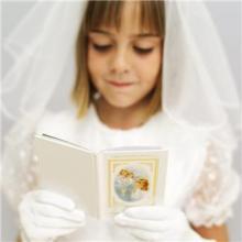 女の子 読書 本 結婚 ウェディングドレス