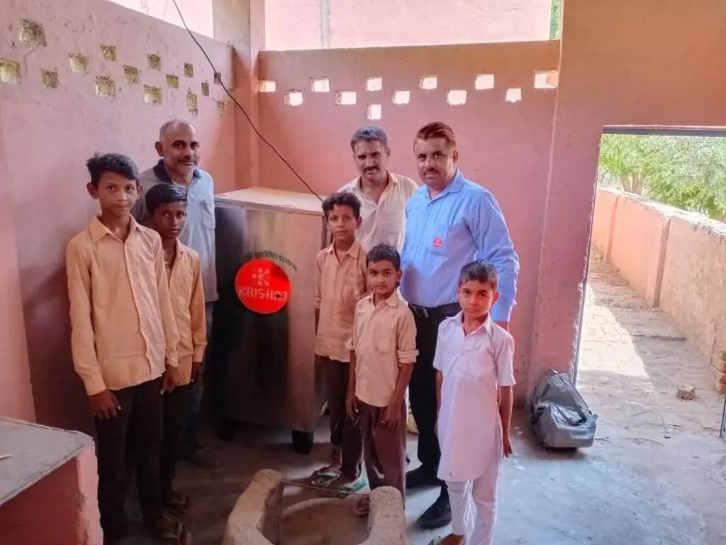 राजस्थान में कृषिज द्वारा वाटर कूलर की स्थापना