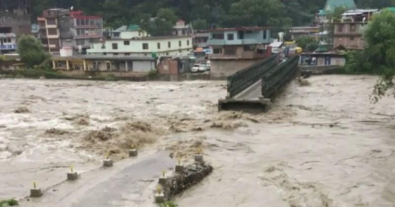 हिमाचल प्रदेश में बाढ़