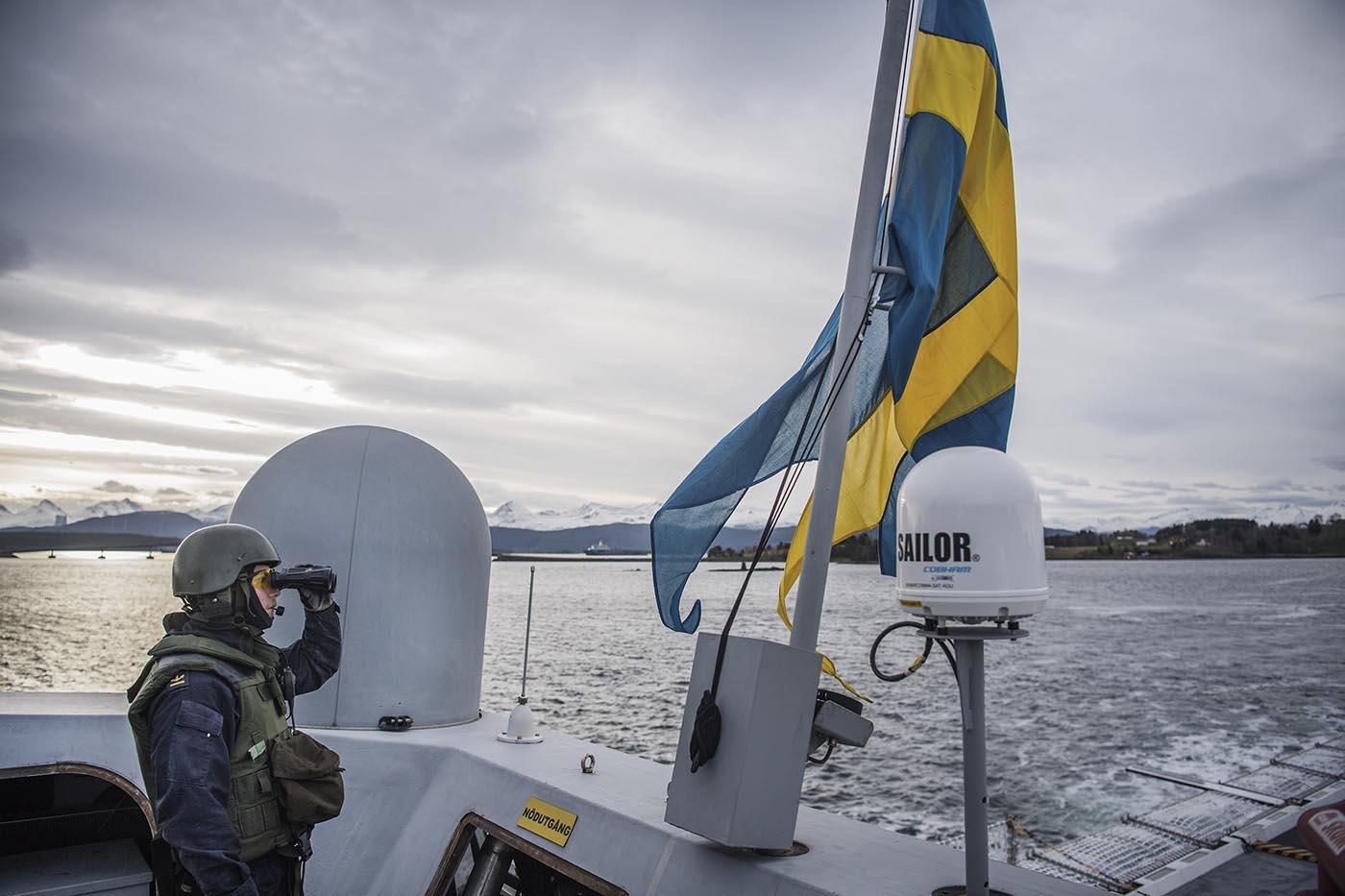 En del av folkförankringen innefattar att våra soldater och sjömän har den materiel som medger framgångsrik strid. Foto: Alexander Gustafsson.