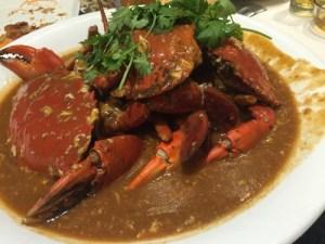 シンガポール名物チリクラブを大勢でワイワイ食す!
