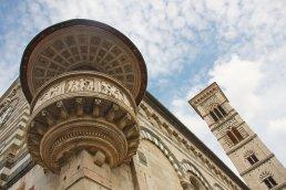 Blick auf die Au?enkanzel und Glockenturm in Prato