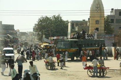 Busbahnhof auf dem Weg von Delhi nach Mathura