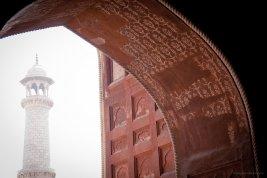 Decke der Moschee des Taj Mahals, Agra - Blick auf eines der Minarette